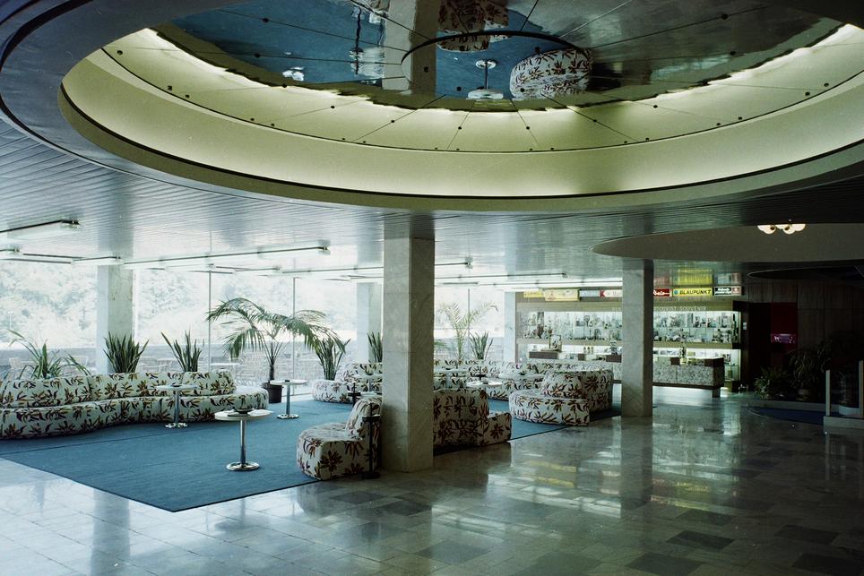 Hotel Juno, Miskolc – előtér – építész: Plesz Antal – fotó: Fortepan / Bauer Sándor, 1974